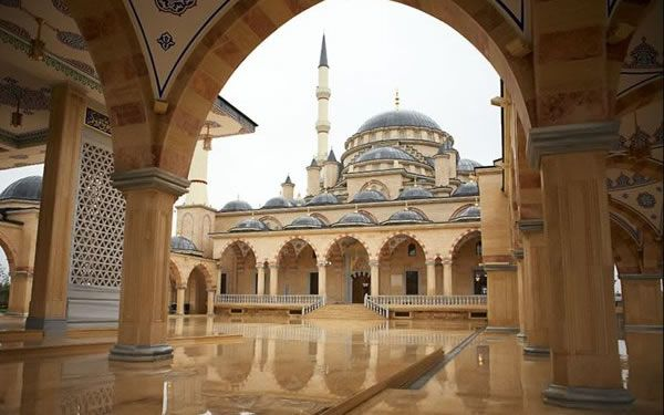 65 Beautiful Mosques Around The World-Akhmad Kadyrov Mosque (Grozny, Chechnya) (Image Credit: Beautiful Mosques)