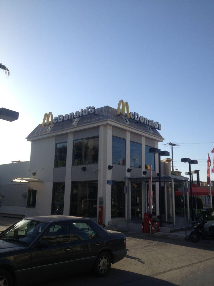 McDonalds στο Ηράκλειο Κρήτης - Ασφαλτικά κεραμίδια σε γκρι χρώμα Number1 της IKO (2014)