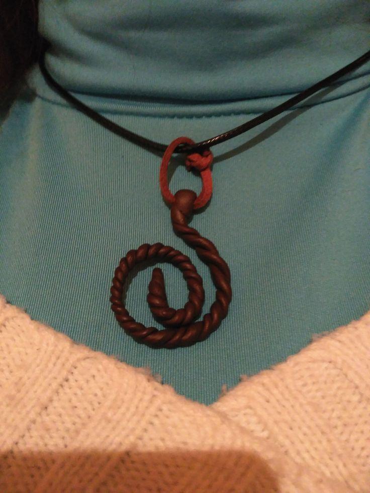 Colgante en forma de espiral Para los Celtas simboliza el concepto de crecimiento, fuerza vital, expansión y la vida eterna. Es el sol en su esplendor.  - fimo