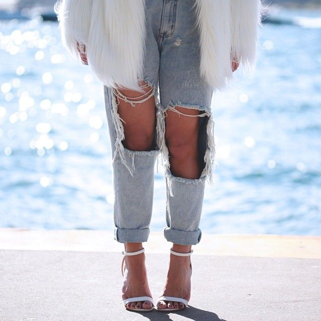 Jessie from Fashion and Sound in the UNIF Twerk Boyfriend Jeans || Get the jeans: http://www.nastygal.com/clothes/unif-twerk-boyfriend-jeans?utm_source=pinterest&utm_medium=smm&utm_term=ngdib&utm_content=nasty_gals_do_it_better&utm_campaign=pinterest_nastygal