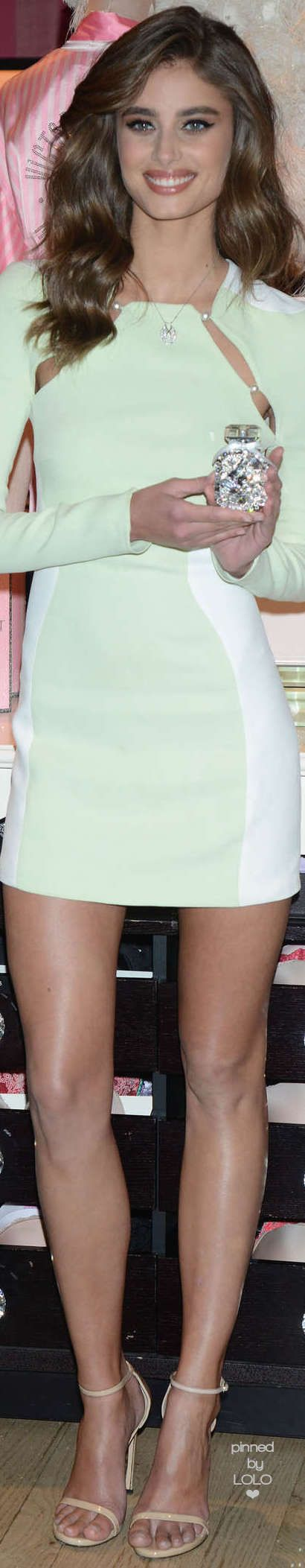 Taylor Hill Victoria Secret NYC with Bombshell Luxe Eau de Parfum | LOLO