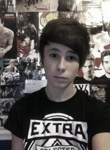 Danisnotonfire's brother! HES FIFTEEEN IM NOT BREATHING I MIGHT ACTUALLY DIE ASDFGHJKL