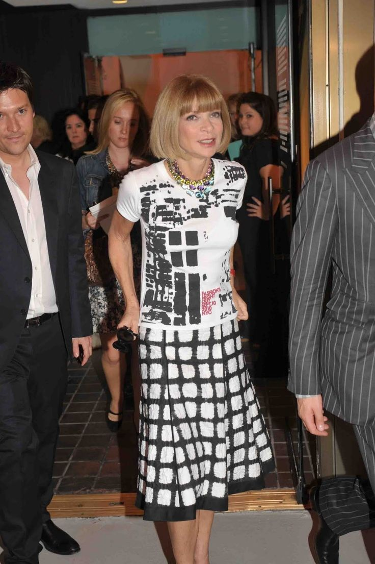 How Anna Wintour styles the Fashion's Night Out tee.