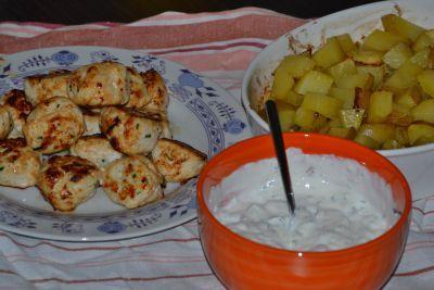 Kuřecí kebab a pečené brambory