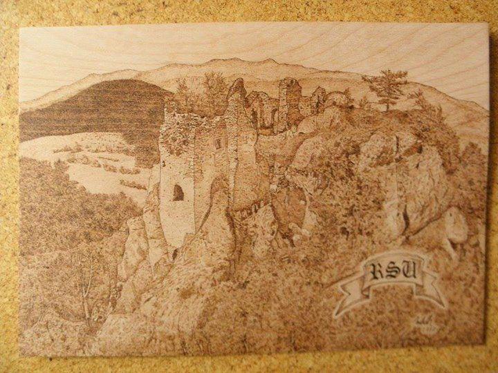 Obraz hradu Hričov od Jozef Mihálik Obraz je vypaľovaný na bukovú preglejku o rozmere 50x35 cm. V prípade záujmu o niečo podobné dajte vedieť viac prác na Umelecké činnosti - vypaľovanie maľovanie pletenie tvorba z hmoty fimo #praveslovenske