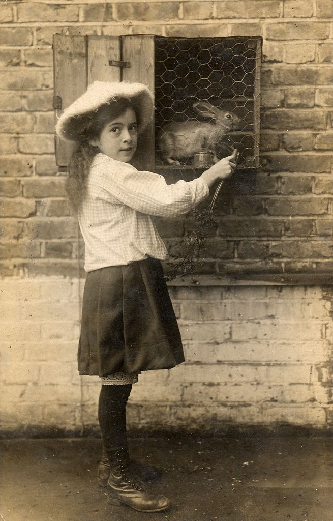 Edwardian girl and her rabbit in 1909 (by lovedaylemon)