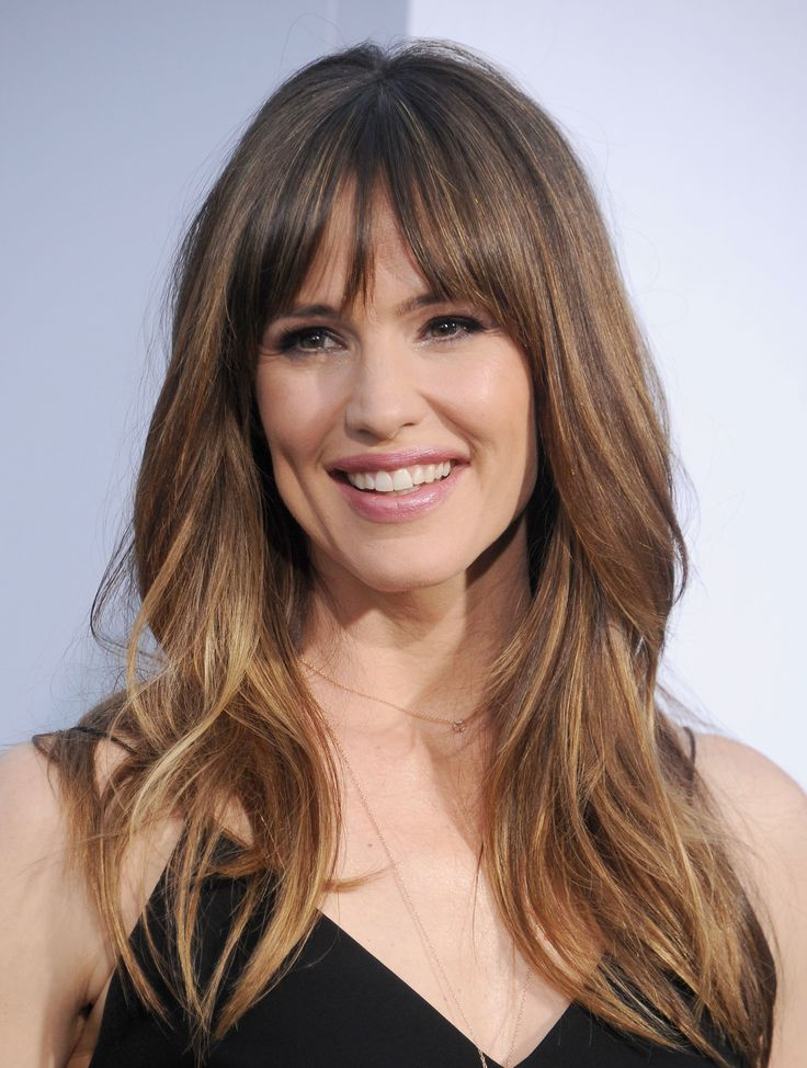 WESTWOOD, CA - APRIL 07:  Actress Jennifer Garner arrives at the Los Angeles premiere of 'Draft Day' at Regency Village Theatre on April 7, 2014 in Westwood, California.  (Photo by Gregg DeGuire/WireImage) via @AOL_Lifestyle Read more: https://www.aol.com/article/entertainment/2017/04/14/ben-affleck-and-jennifer-garner-divorce/22039817/?a_dgi=aolshare_pinterest#fullscreen