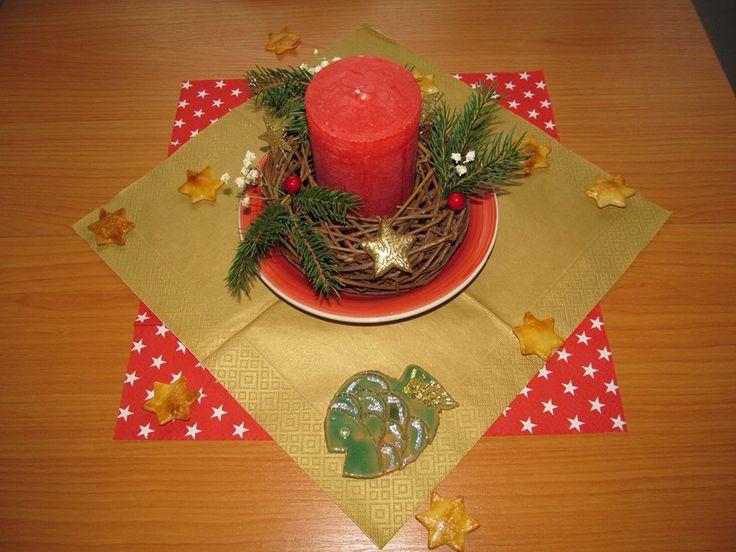Jednoduchá vánoční výzdoba stolu