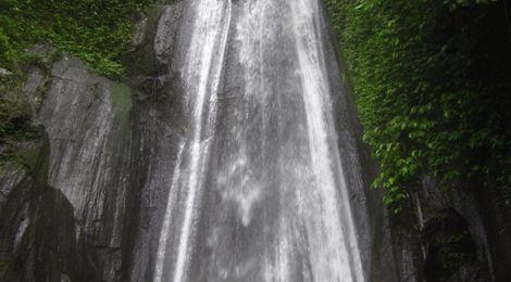 Kuning Waterfall    www.travelling-bali.com
