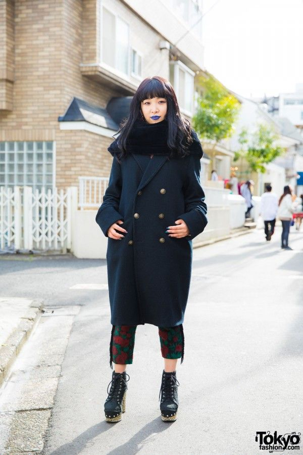 Honami is a 20-year-old apparel shop staff we bumped into in Harajuku. She caught our eye with her blue lipstick and stylish outfit. Honami is wearing a red sweater from the Harajuku select shop Codona de Moda and an h.t.maniac flower print cropped pants underneath a double-breasted trench coat, also from h.t.maniac. Jeffrey Campbell textured platform booties, a fuzzy neck warmer scarf, bead earrings and colorful nail art complete her look. Honami's favorite brand/shops include h.t.maniac…