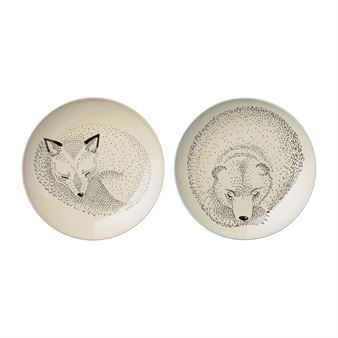Create the sweetest table setting for the little ones with this Adelynn plates from Bloomingville. The plates are made of high quality ceramic and are available in different motifs and sizes. The small plate set have motifs with a sleeping rabbit and squirrel and the large plate set have motifs with a sleeping fox and bear. Combine the plates together with other adorable pieces from the children series from Bloomingville for a complete look!