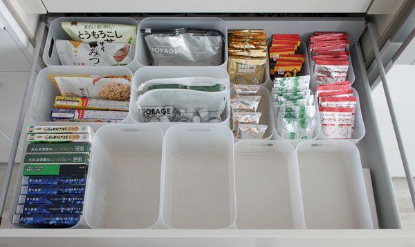 前回の記事でもご紹介した無印のメイクボックスそっくりさんを、 引出しいっぱい並べてみました・食品の収納 100均グッズ 片付け