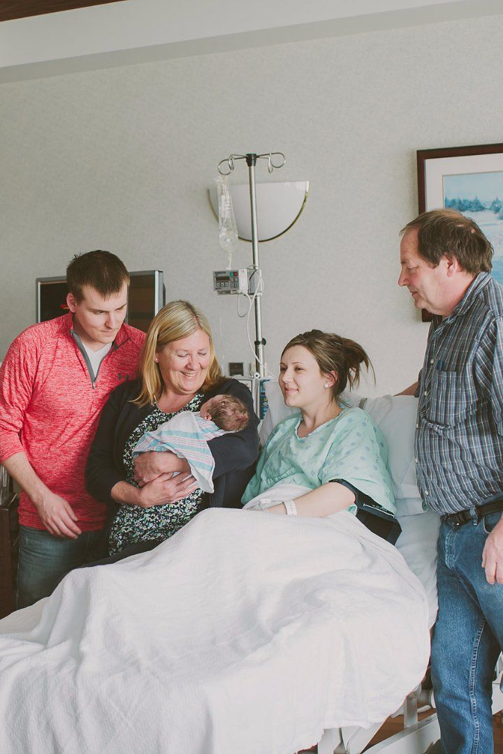 New Moms: Just Say No to Frequent Visitors Right After Birth