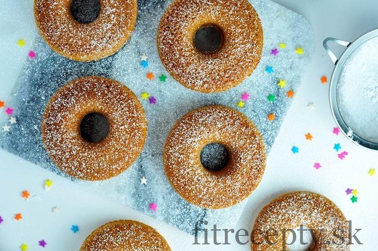 Jednoduché zdravé pečené ovsené šišky so škoricovým nádychom. Pripraviť si ich môžete aj úplne bez cukru, stačí ak med nahradíte odmočenými datlami. Doprajte si tieto šišky bez výčitiek na raňajky, obed či desiatu. Kto by im vedel odolať? ;) Ak nemáte formu na šišky, môžete si z cesta pripraviť napríkladmuffiny. Ingrediencie (na 6ks): 1,5 hrnčeka […]