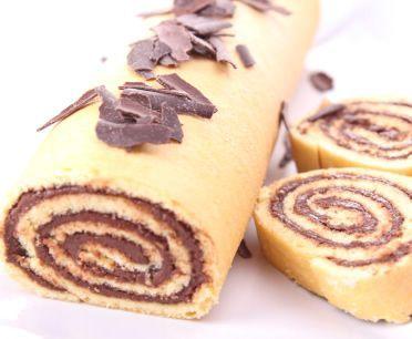 Un dolce velocissimo da preparare che può essere farcito e decorato secondo la vostra fantasia...#Rotolo di #cioccolato