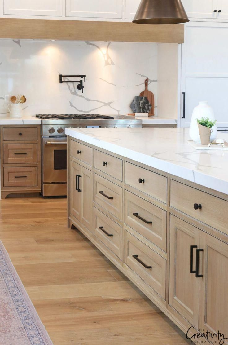 Beautiful transitional modern farmhouse kitchen with white ...