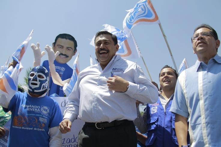 Manifestacion del candidato del PAN a la presidencia municipal Armando Rivera Castillejos a las afueras del Diario de Queretaro. Foto: Rodrigo Alvarez