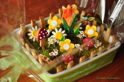 Annelere bir tabak çiçek
