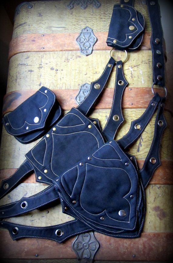 Hip bag by TalismanaDesigns.  I really like that there's a s large pouch and a removable smaller one.