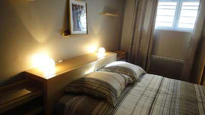 Une chambre du Meublé de tourisme à vendre à Trouville dans le Calvados