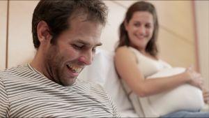 [VIDEO] Papás lloran al sentir pataditas de sus bebés   Blog de BabyCenter por @Lezeidaris Morales