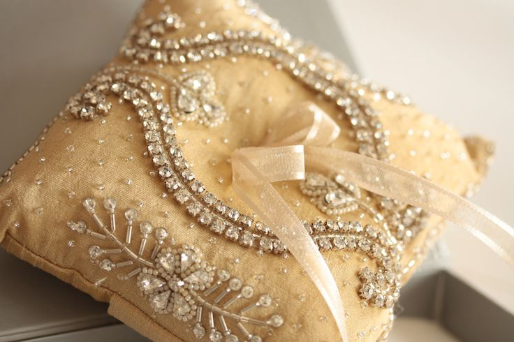 وسائد للعروس