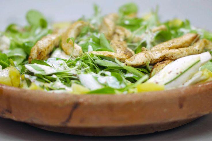 Zomer of winter, een salade smaakt altijd. Het is de ideale bereiding voor wie zonder schuldgevoel wil genieten van een lichte lunch of diner. Bovendien kost de bereiding van zo