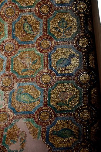 Golden mosaic, The Rotunda. (Walking Thessaloniki, Galerius - r.04)