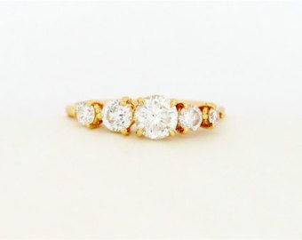 Vijf steen ronde briljant geslepen diamant verlovingsring, dunne 5 Diamond sierlijke Prong Set verlovingsring, een diamanten verlovingsring