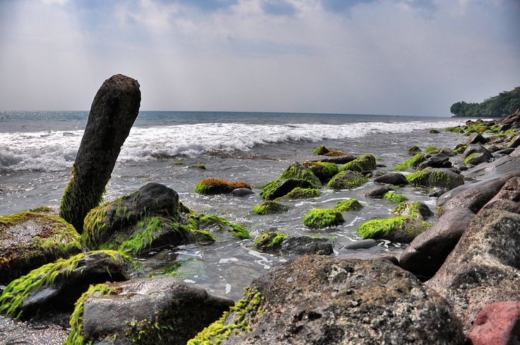 Rocky side of Anyer. Taken using Nikon D90.