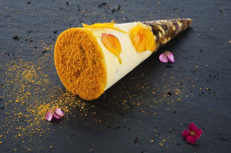 Semifreddo al mandarino con granola morbida/croccante di grano saraceno germogliato, fave di cacao e