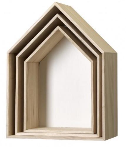 Flotte trekasser formet som hus, laget av furu med hvit innside.  Selges 3 stk samlet.     Fra Bloomingville.  Stor: B35 X D20 X H47 cm.  Medium: B30 X D17 X H 42,2 cm.  Liten: B25 X D15 X H37 cm.