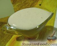 Фото к рецепту: Салатная заправка-соус из сметаны, с хреном и горчицей