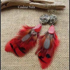 Boucles d'oreilles ethniques, plumes de faisan rouges et naturelles, goutte en émail rouge