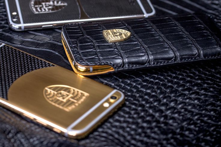 iPhone 6s Plus with wooden parts and logo Porsche plated by 24 carat gold bespoke special for our important client. Harnonize your ideal iPhone 6s with your car at rarus-exclusive.com