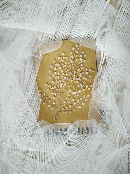 Купить или заказать Свадебное украшение для волос в интернет-магазине на Ярмарке Мастеров. Прелестное украшение для волос дополнит нежный образ невесты и не только. Украшение подойдет для тех, кто собирается на вечеринку, на выпускной, на свадьбу. Украшение гибкое, веточку можно сгибать именно под вашу прическу, или использовать как веночек, особенно замечательно смотрится с локонами. В естественном освещении украшение отдает слегка розоватые оттенком.