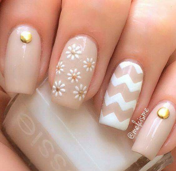 14 best easy to do nail art images on pinterest nail scissors this clean and lovely chevron nail art design is accompanied by a nail full of daisies and the remaining are simply with a single rhinestone for effect prinsesfo Image collections