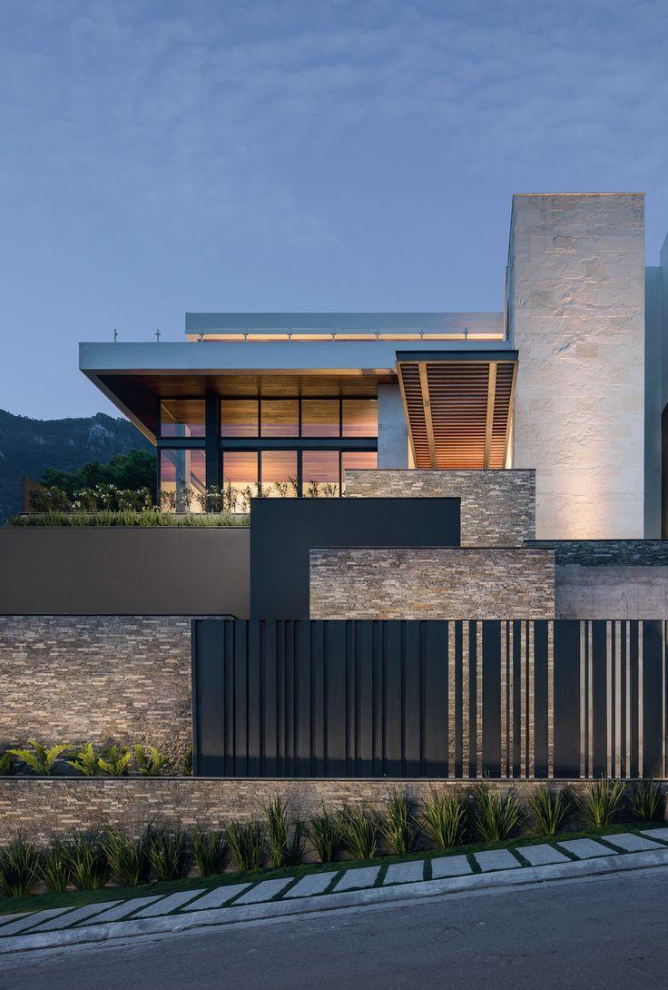 Modern House Exterior Design Ideas: Modern Exterior Reno. By Mayaandhenry