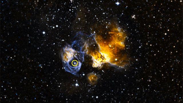 """Un articolo pubblicato sulla rivista """"The Astrophyisical Journal"""" descrive la scoperta della prima binaria gamma trovata fuori dalla Via Lattea, chiamata LMC P3. Un team di ricercatori guidato da Robin Corbet del Goddard Space Flight Center della NASA ha usato il telescopio spaziale Fermi per scoprire questa coppia nella Grande Nube di Magellano formata da una stella gigante blu e da una compagna che potrebbe essere una stella di neutroni o un buco nero. Leggi i dettagli nell'articolo!"""