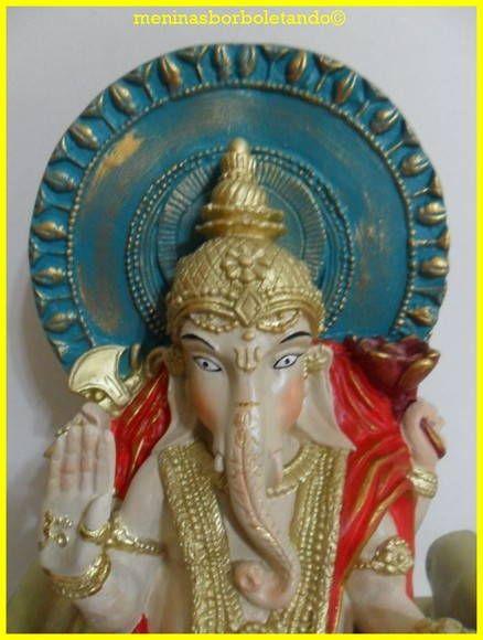 Um deus com corpo de menino e cabeça de elefante. Ganesha é assim porque teve a cabeça equivocadamente degolada por seu pai, Shiva. Desesperado, Shiva promete à mulher, Parvati, que colocaria no garoto a cabeça do primeiro ser vivo que encontrasse e foi um elefante recém-nascido. Embora o resulta...