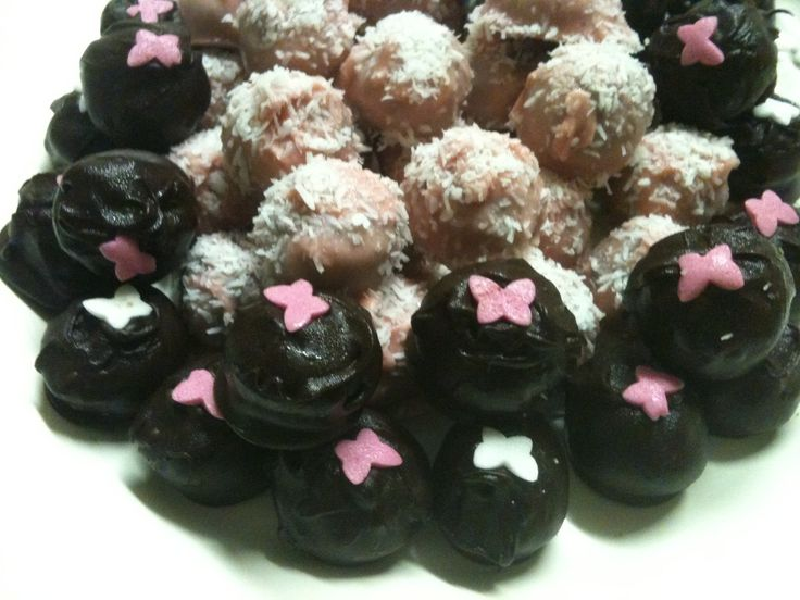 Chocolate truffles; some covered with pink chocolate, others with dark chocolate. For a birthday party:-)