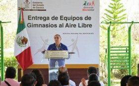 Anuncia Gabino Cué instalación de 480 gimnasios al aire libre