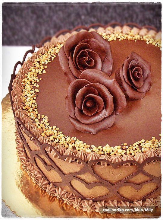 Chocolate Cake with Chocolate Modeling Roses Chocolate ...