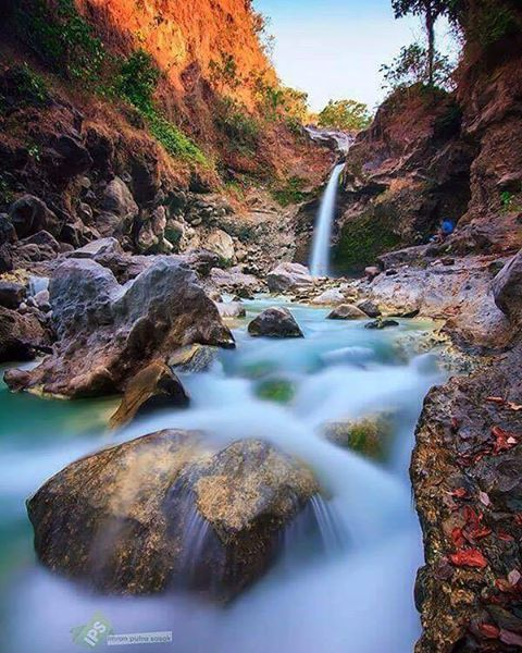 Umar Maya Waterfall -> Recommended place to visit in Lombok.  This waterfall you can see in sembalun village, mount Rinjani trekking point.  #mujitrekkertrip #mujitrekker #umarmayawaterfall #maduwaterfall #waterfalltour #waterfall #Lombok #lombokisland #hiking #backpacking #bestvacations #eastlombok #indonesia #tour #traveling #travellust #wanderer #mountaineering #sembaluvillage #mtrinjani
