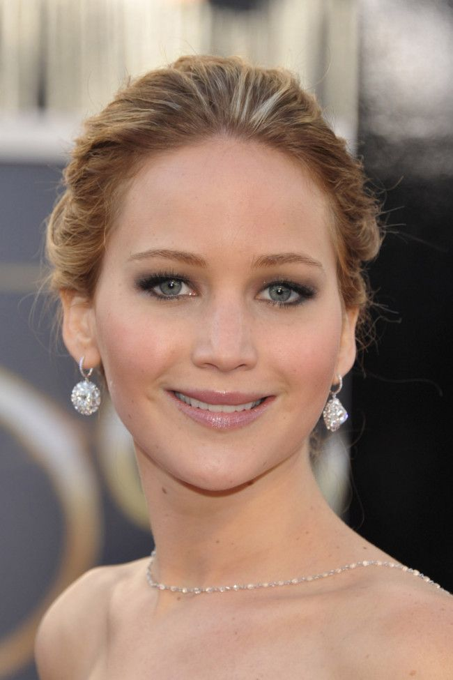 Winning in more ways than one, Jennifer Lawrence opts for a subtle plum eye and glittering glossy lip.