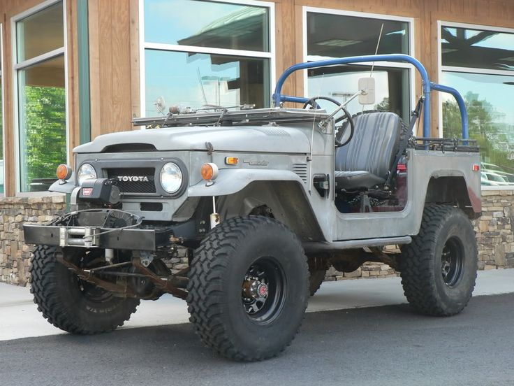 I like this old Toyota Land Cruiser FJ40.  Makes me want to get mine out.