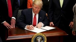 White House refuses to release photo of Trump gun law repeal - BBC News