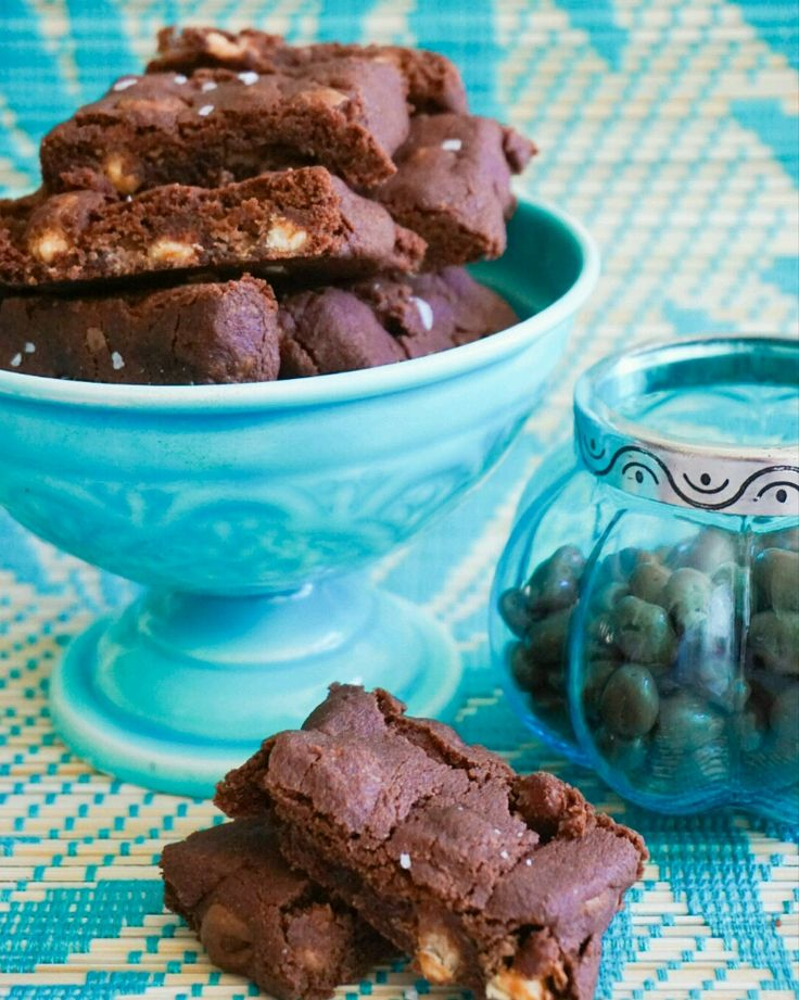 Dom här goda, chokladiga och lite sega kakorna får ett extra lyft av frasiga kinapuffar. Jag kan...