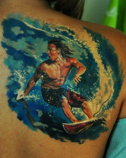 Surfar cara de trás da tatuagem http://tatuagens247.blogspot.com/2016/08/verao-quente-tatuagem-ideias.html