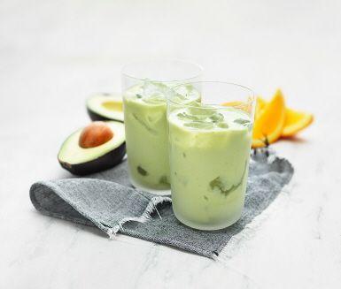 Den här supergoda juice är fullproppad med nyttigheter! Apelsiner bidrar bland annat med C-vitamin, avokado med nyttigt fett och ägg med proteiner. En riktig energidryck!